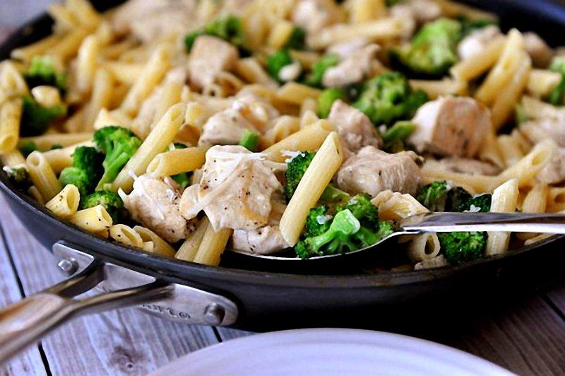 паста с куриным филе и брокколи
