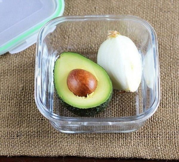 разрезанное авокадо