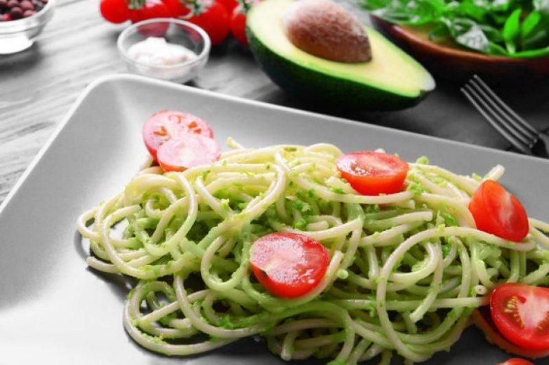 Вегетарианский салат из авокадо новые фото