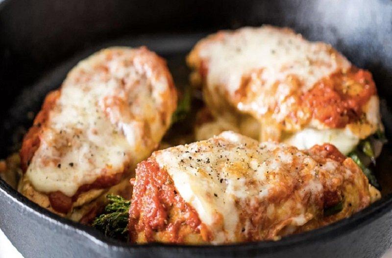 курица, фаршированная сыром и спаржей