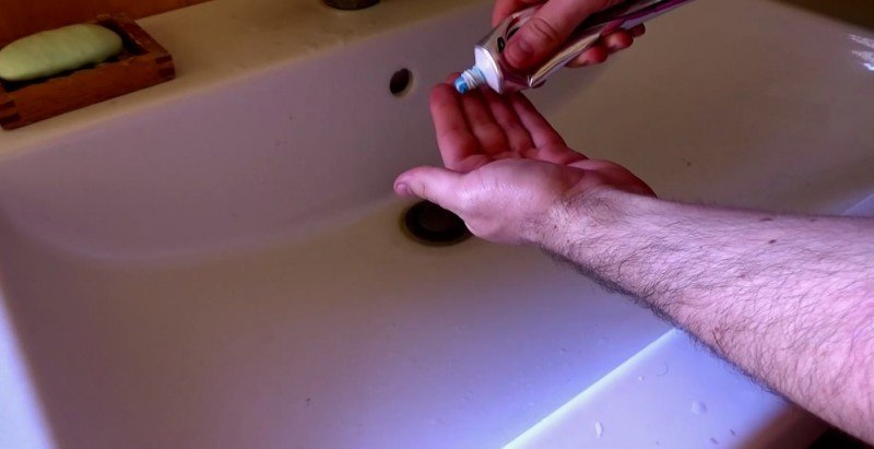 мытье рук зубной пастой фото