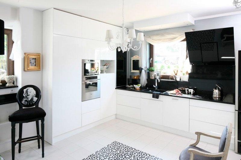 Czarny - biała kuchnia