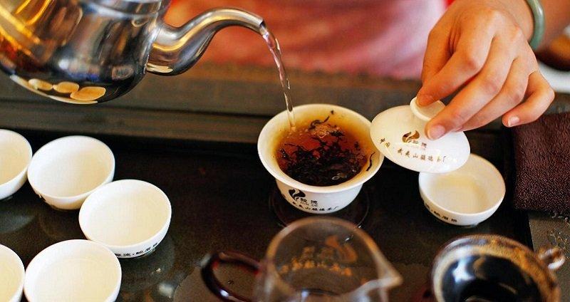 piť čaj po jedle
