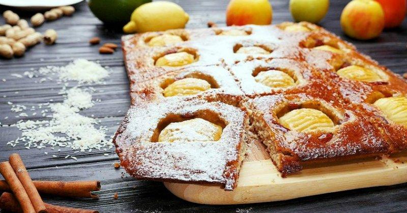 пирог с яблоками, миндалем и кокосом