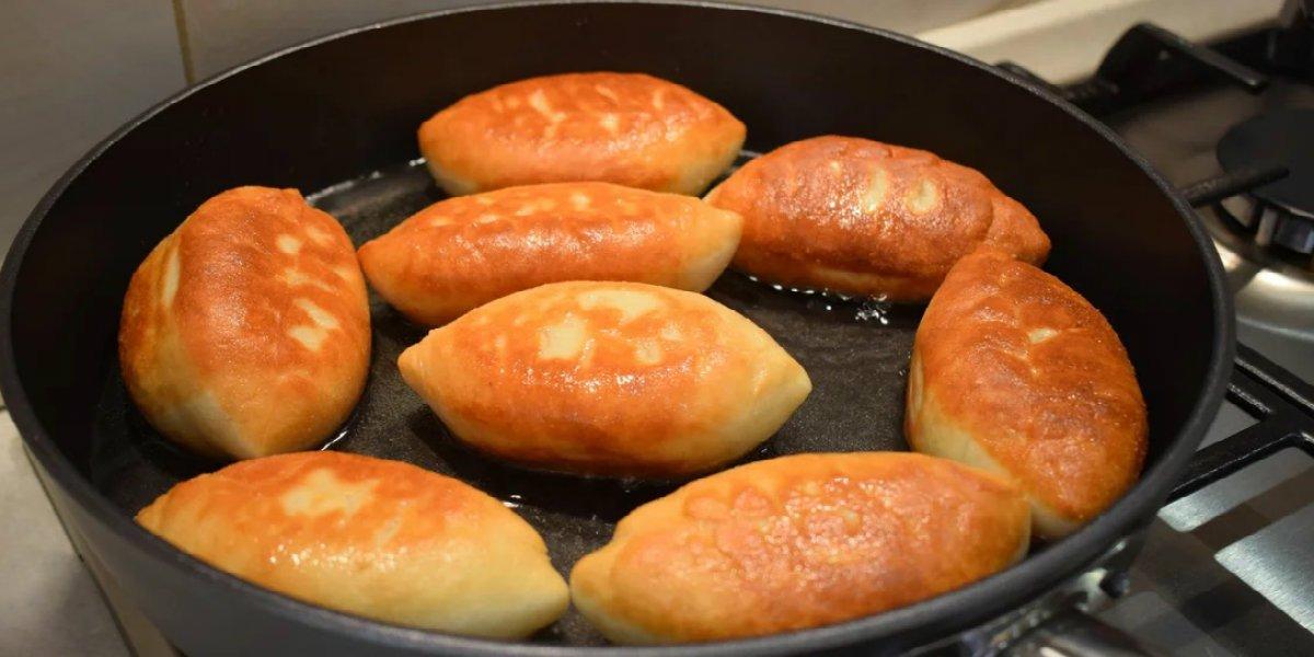 жареные пирожки с луком