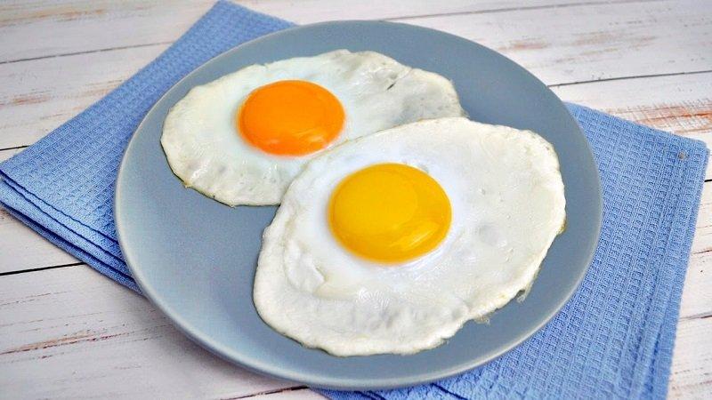 жареные яйца