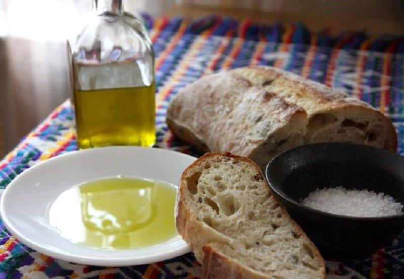 хлеб с растительным маслом и солью