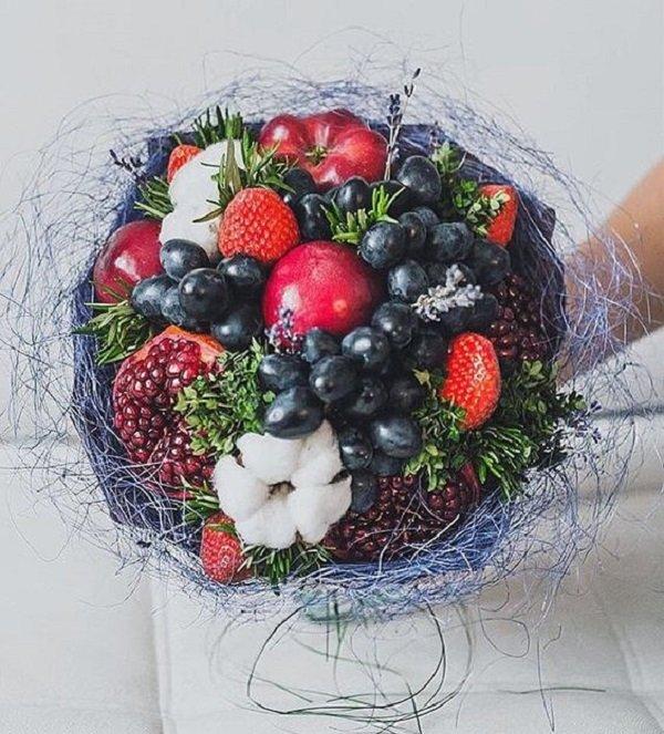 sobrat-novogodniy-buket-iz-fruktov-mk