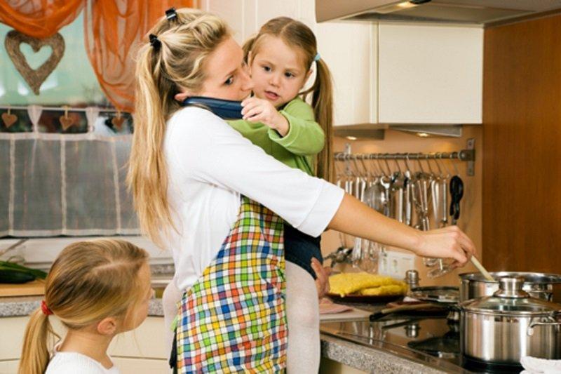 фото женщина у плиты