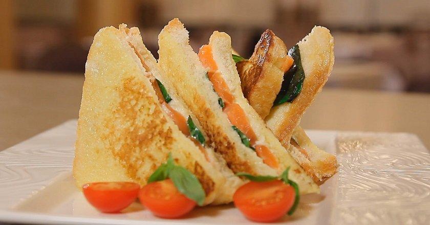 горячие бутерброды с лососем