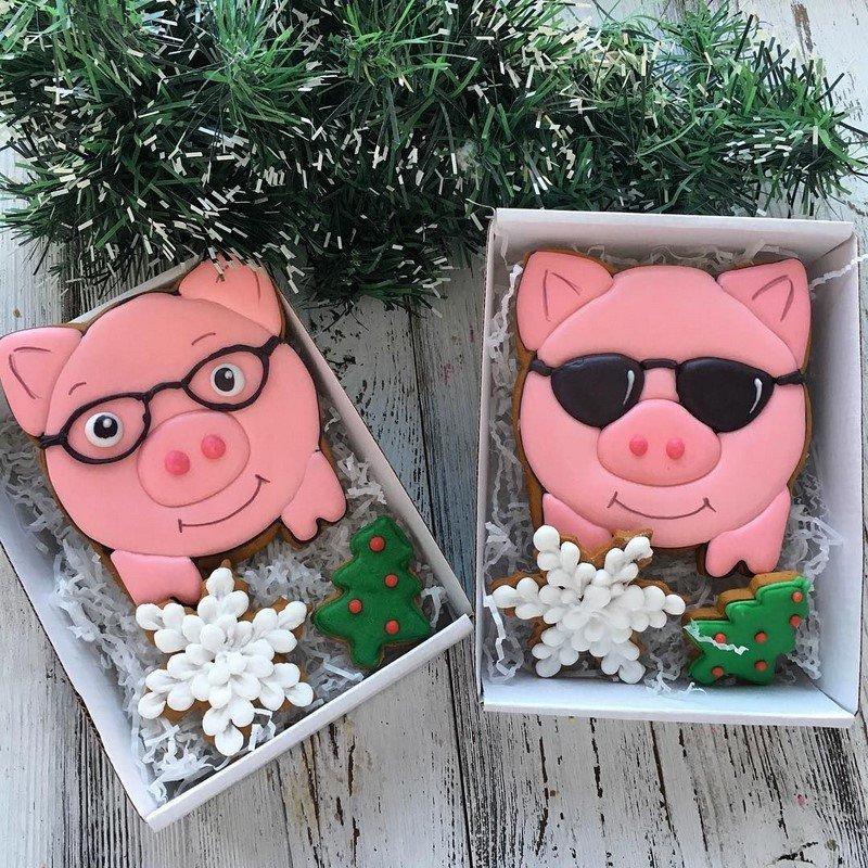 праздничное печенье со свинками