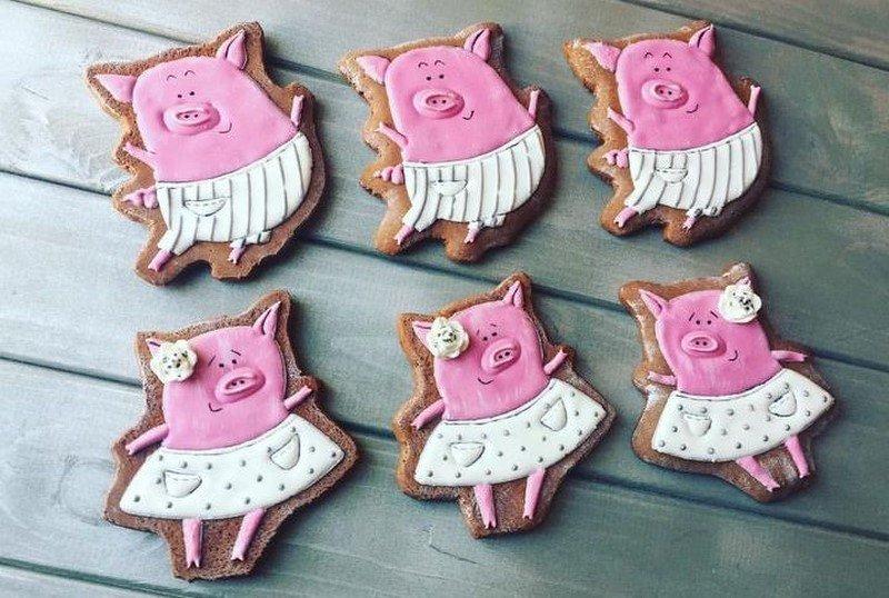 новогодние пряники в виде свинок