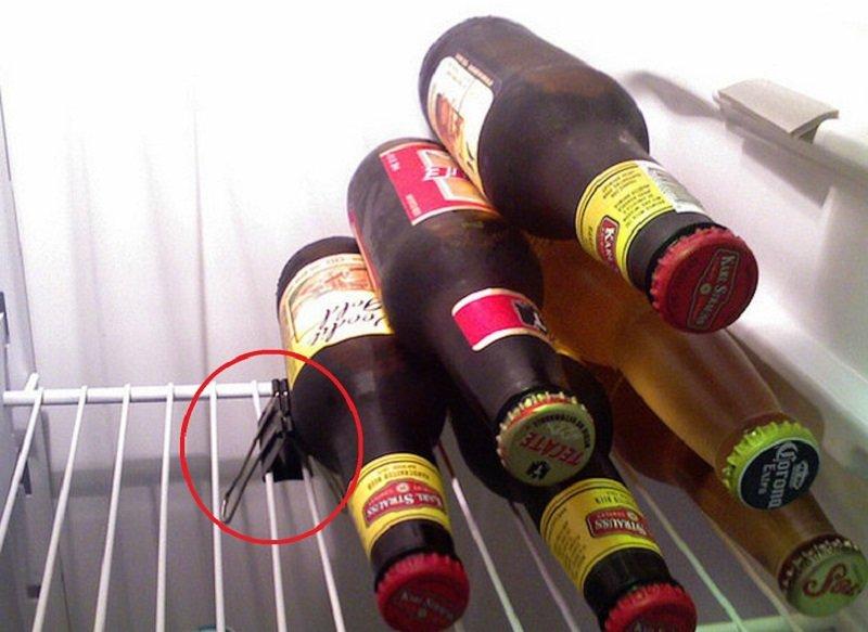 бутылки в холодильнике снимок