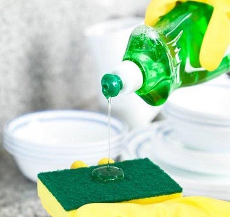Использование жидкости для мытья посуды