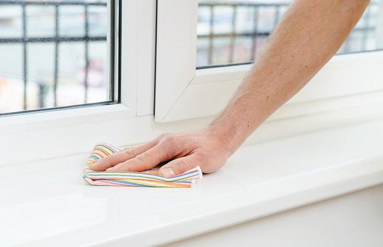 Использование жидкости для мытья посуды, очистка пластиковых поверхностей