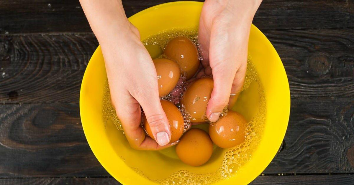 моет яйца