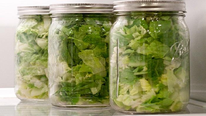 листья салата в банке фото