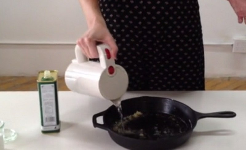 очистить чугунную сковороду фото