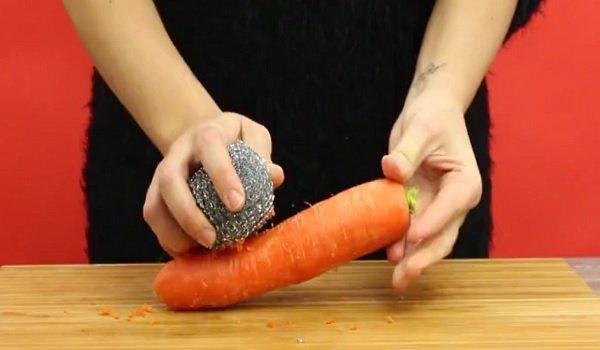 как очистить морковь