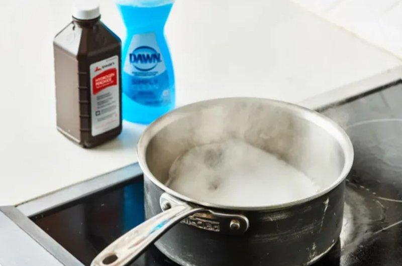 очищение кастрюли мылом и перекисью