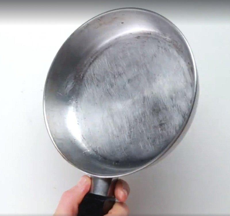 как очистить сковороду фото