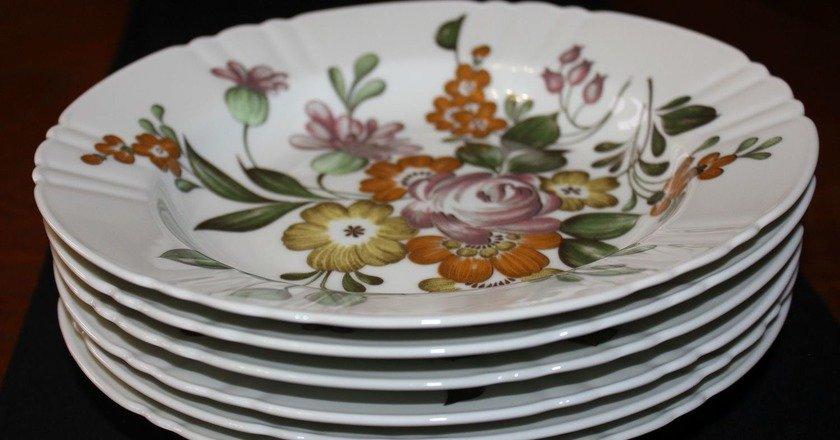посуда с цветочным дизайном