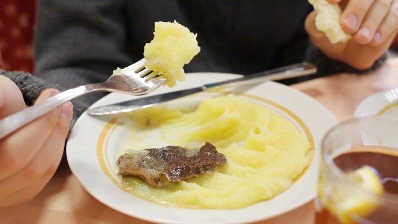 как правильно есть картошку в мундире
