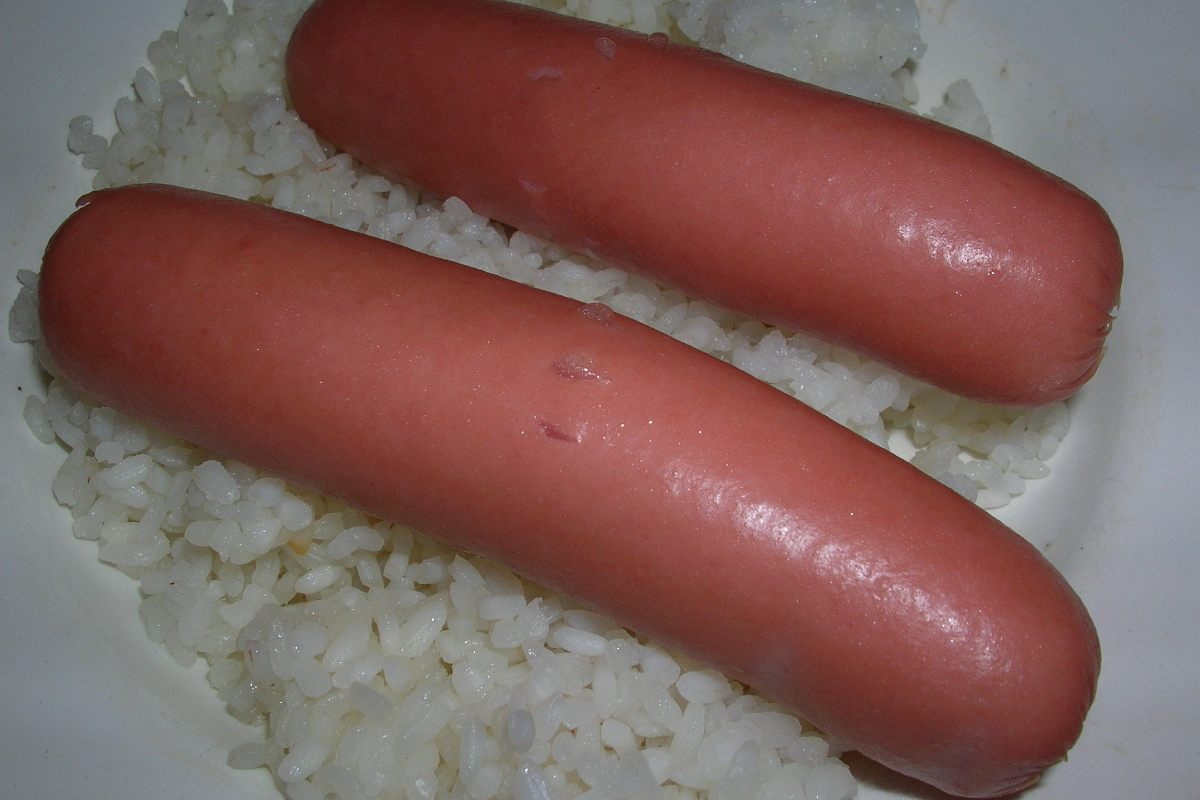 Как правильно варить сосиски в кастрюле