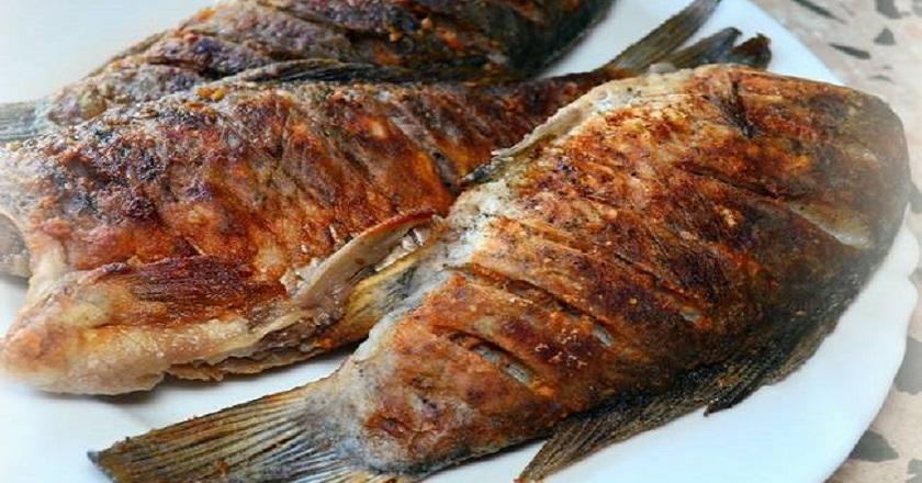 жарить рыбу