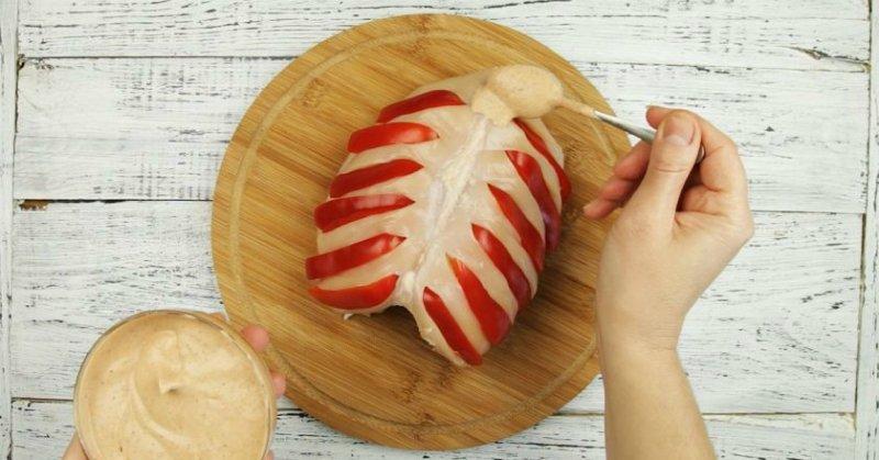 куриные грудки под соусом с яблочным бульоном