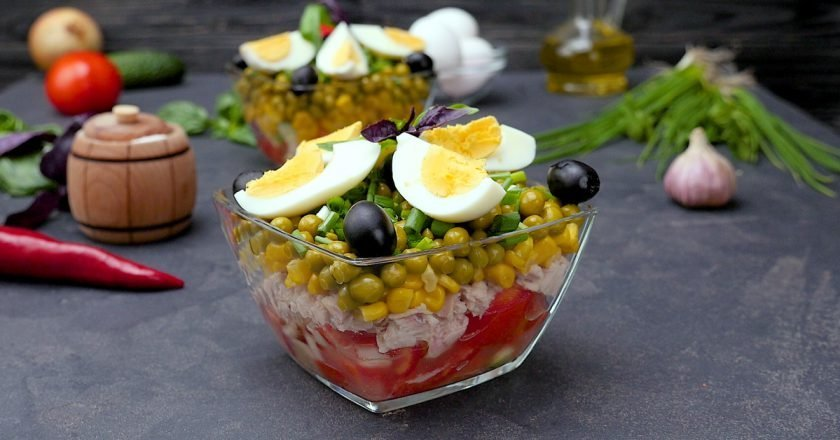 Как приготовить многослойный салат с тунцом