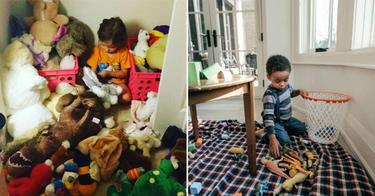мальчик убирает игрушки