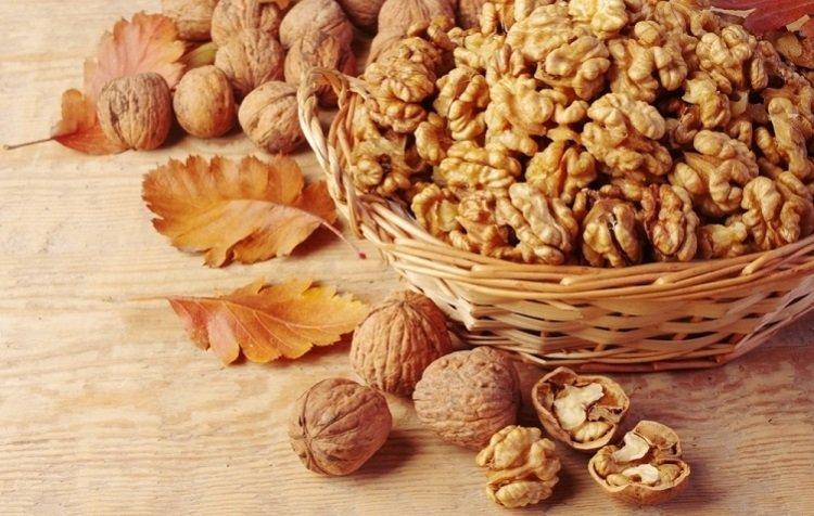 Как расколоть орех на кухне