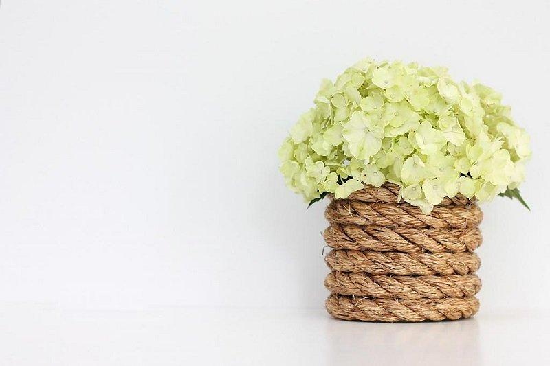 ваза с бечевкой