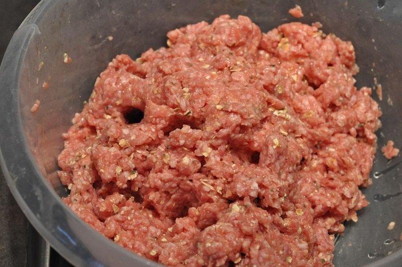 Как сделать фарш из говядины сочным для пельменей