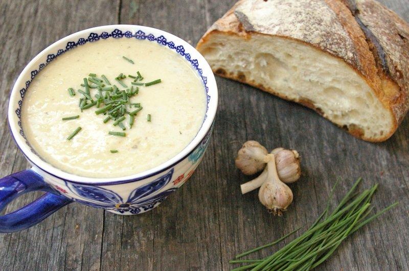 czosnek w zupie