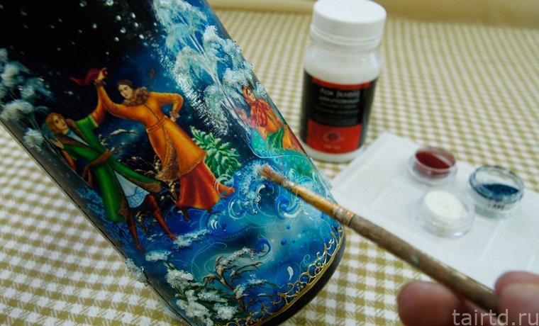 нанесение краски на бутылку
