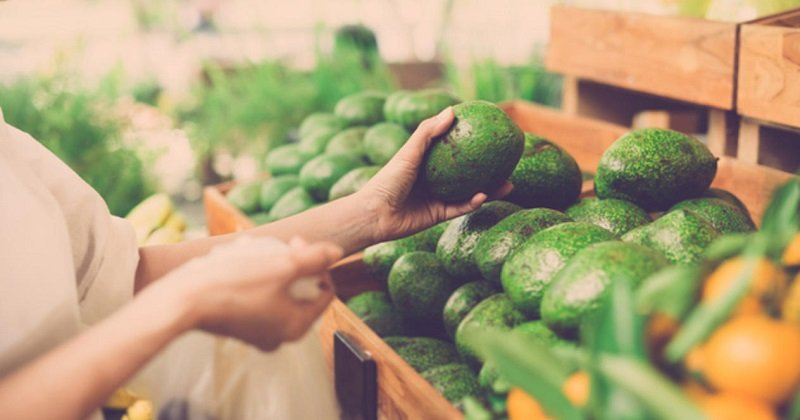 авокадо в магазине