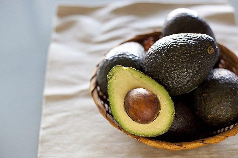 спелый авокадо