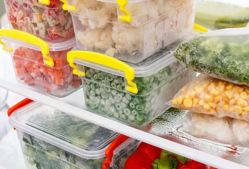 замороженные овощи в контейнерах снимок
