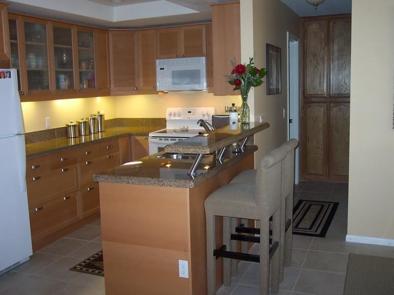 Дизайн кухни 7.5 кв.м с барной стойкой
