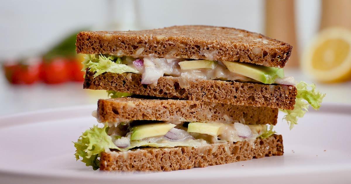 сэндвич с фасолью и авокадо