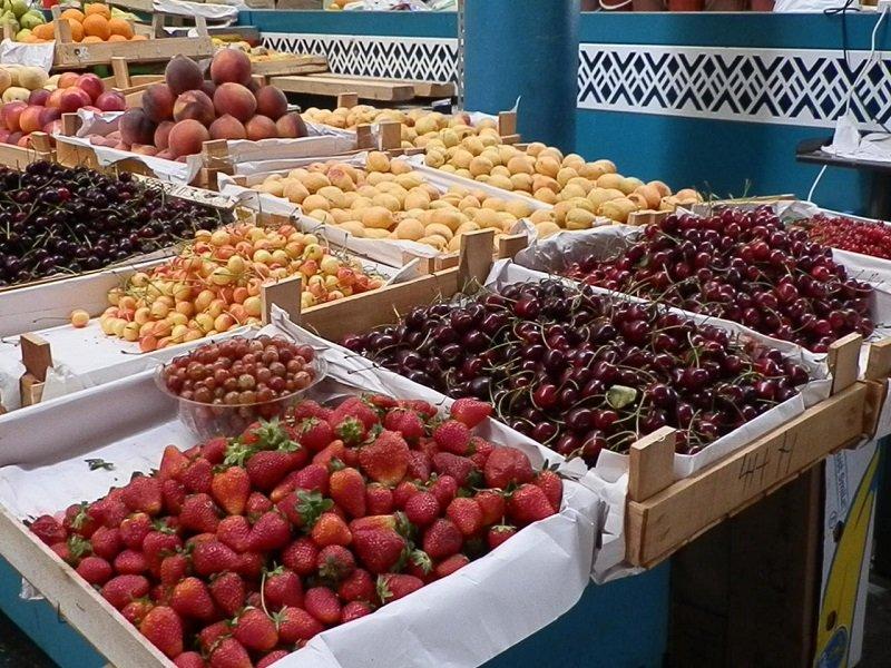 когда покупать фрукты летом