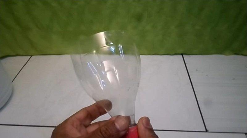 обрезать пластиковую бутылку
