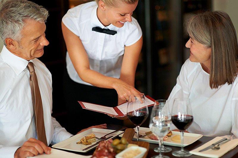 выбор блюда в ресторане картинка