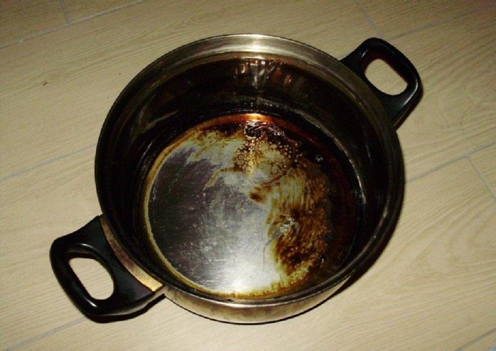 кастрюля с нагаром