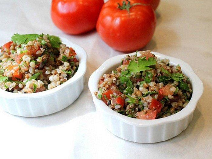 Низкокалорийные блюда из гречки, гречка с помидорами