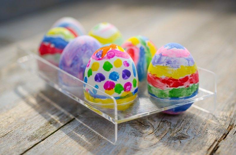 как украсить яйца краской