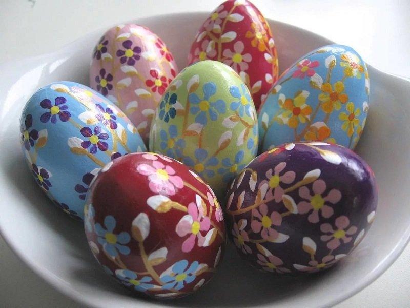 как украсить яйца красками