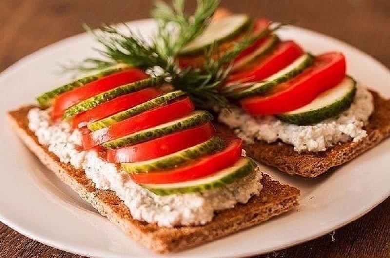 вариант украшения бутербродов